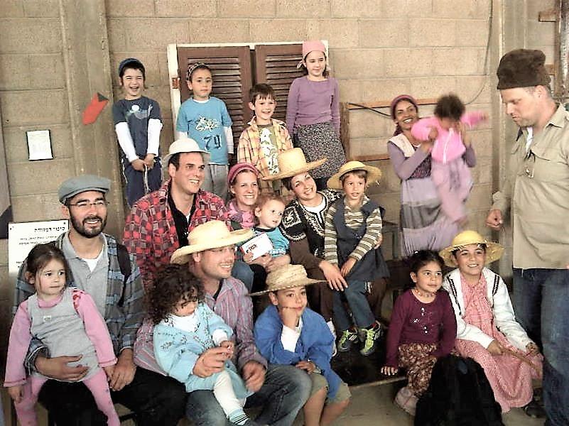 פעילות משפחות בתחנת המקלחת וההתחפשות